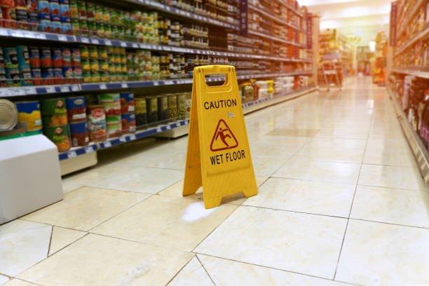 abogado caída supermercado